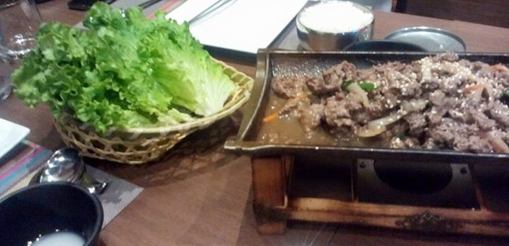 Korean Dish with meat and lettuce