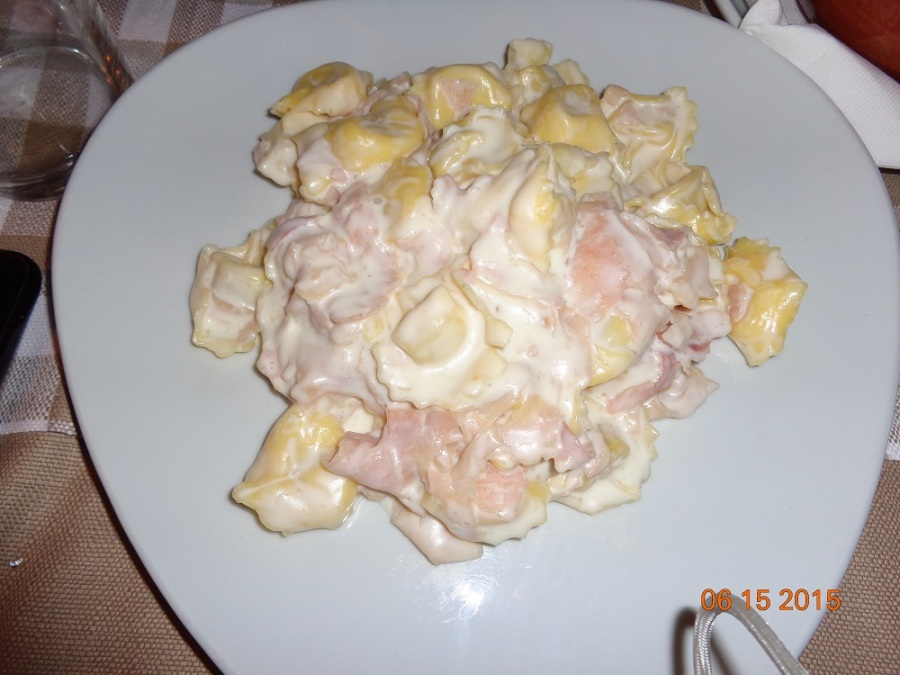 Tortellini con Panna e Prosciutto (Tortellini with Cream and Ham)